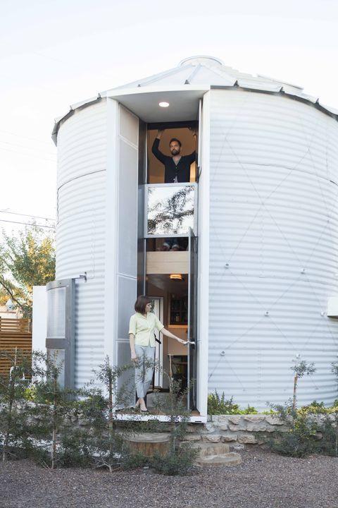 Cool, deze man bouwde een graansilo om tot een knus huis - Roomed | roomed.nl