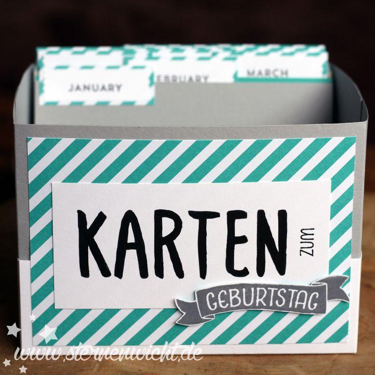 Beim letzten Workshop hier bei mir habe ich mit den Teilnehmerinnen eine Kartenbox gebastelt, in der Geburtstagskarten für das ganze Jahr aufgehoben werden können. So kann schön vorgearbeitet werde…