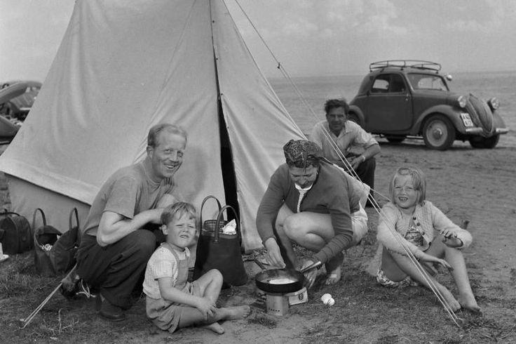 Danskere har lige siden 1920'erne været vilde med lejr- og campinglivet. Det betød nemlig frihed, fællesskab og afslapning.