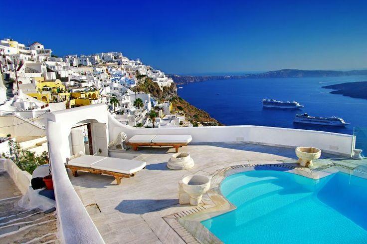 In den Flitterwochen in Griechenland warten Traumhotels auf frisch vermählte Paare. ©shutterstock | leoks_santorini1
