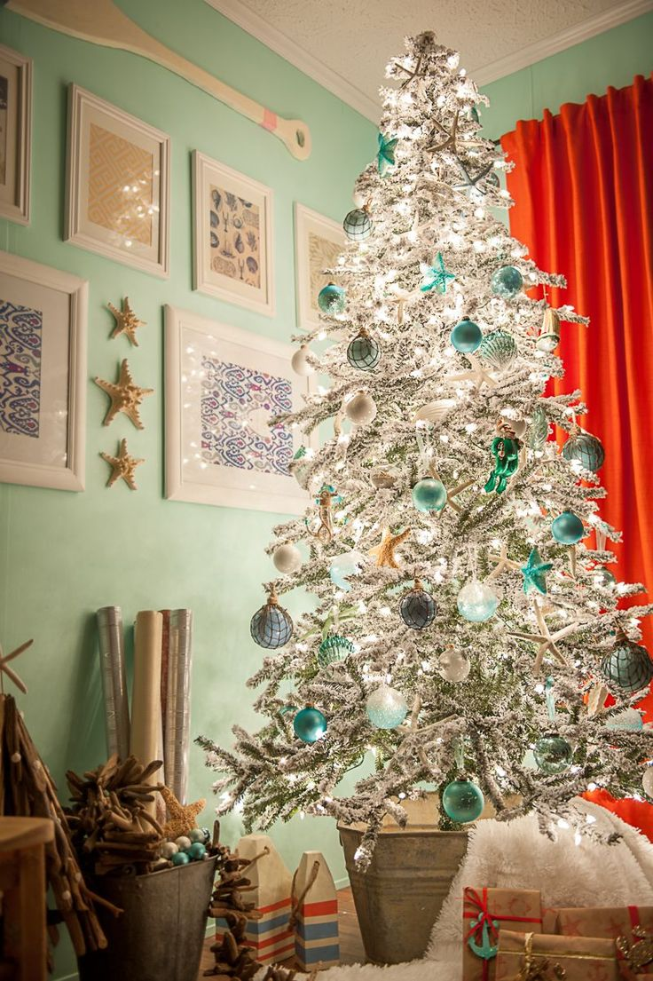 I am SO excited to show off my coastal Christmas tree with everyone. I started working on my coastal tree a couple years ago. So this year I decided to go full force with it!