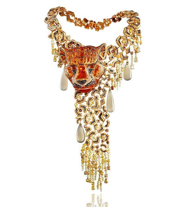 Naszyjnik Chopard zkolekcji Animal World, białe ikolorowe diamenty, opale ogniste icztery kamienie księżycowe wkształcie gruszki wżółtym ibiałym złocie
