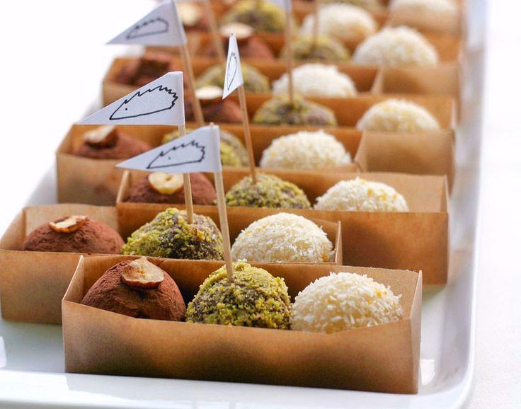 Většina raw sladkostí (stejně jako Larabar, na kterou TU máme recept už nějakou dobu) je založena na | Veganotic