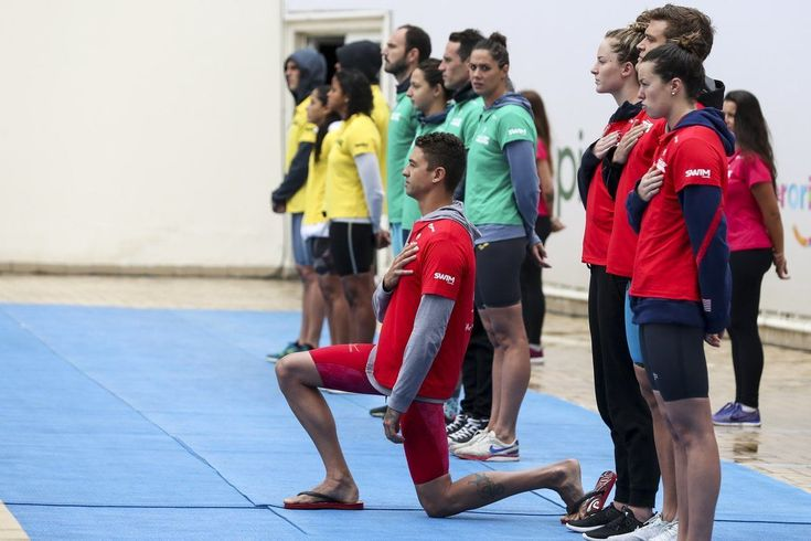 Anthony Ervin Kneels for National Anthem at Raia Rapida