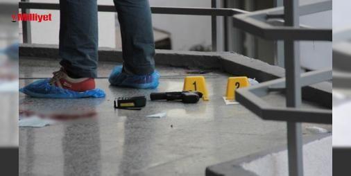 Beşiktaş Çarşısında intihar girişimi! : Olay saat 16.30 sıralarında Beşiktaştaki Büyük Beşiktaş Çarşısında meydana geldi. İddiaya göre ailevi sorunları olduğu öğrenilen 50 yaşındaki Duran Parlak akşama doğru çarşıya geldi. Burada birkaç tur atan Parlak ardından çarşının içerisindeki demir korkuluklara oturdu. Kısa bir süre sonra Parl...  http://ift.tt/2dE95vQ #Türkiye   #Beşiktaş #Parlak #Çarşısı #ardın #çarşı