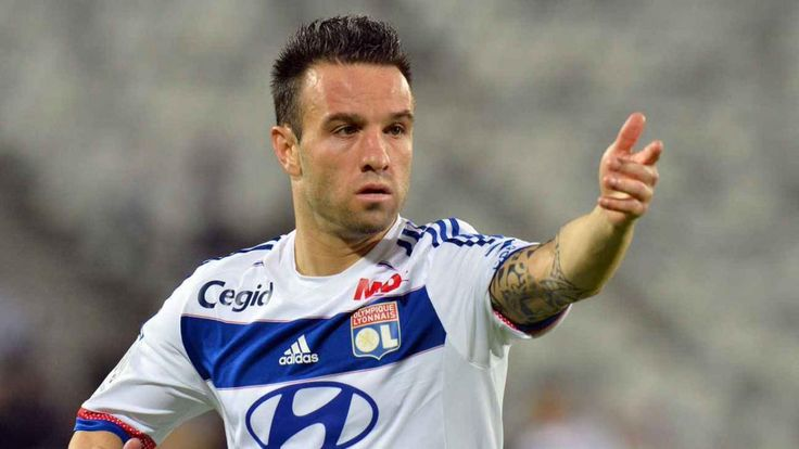 Mathieu Valbuena is NOT dead. Rumors or Mathieu Valbuena's death spread around social media after the attacker was left off the latest #France squad. #MathieuValbuena #soccerplayers #soccer