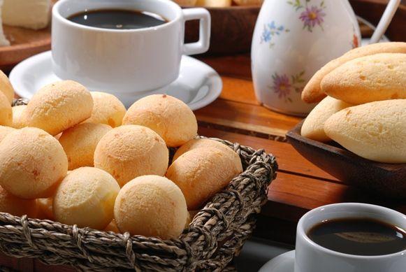 Tipicamente brasileiro, da região de Minas Gerais, café com pão de queijo