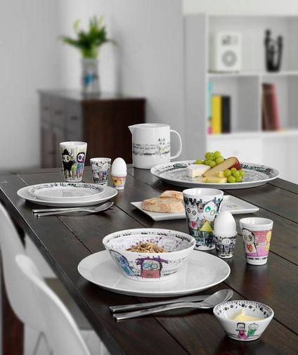 Table with Poul Pava porselein