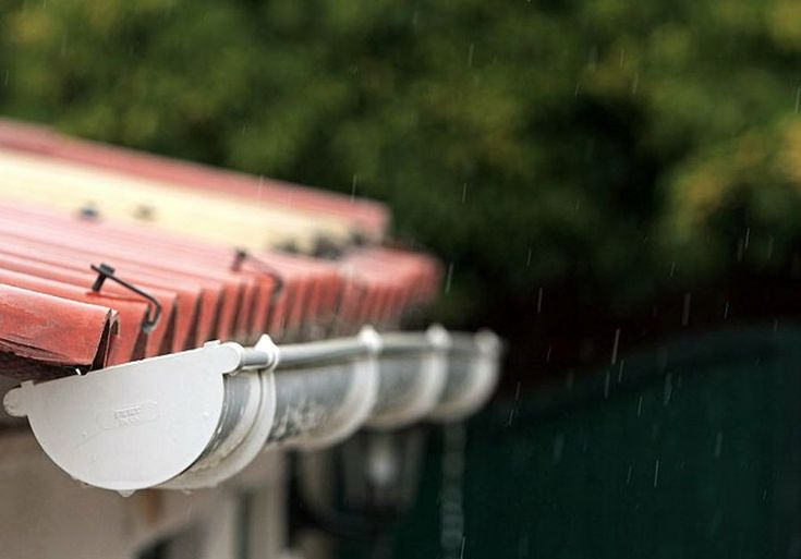 Cómo instalar un canalón de PVC