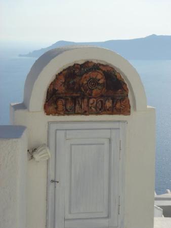 SUN ROCKS Hotel Santorini   entrance