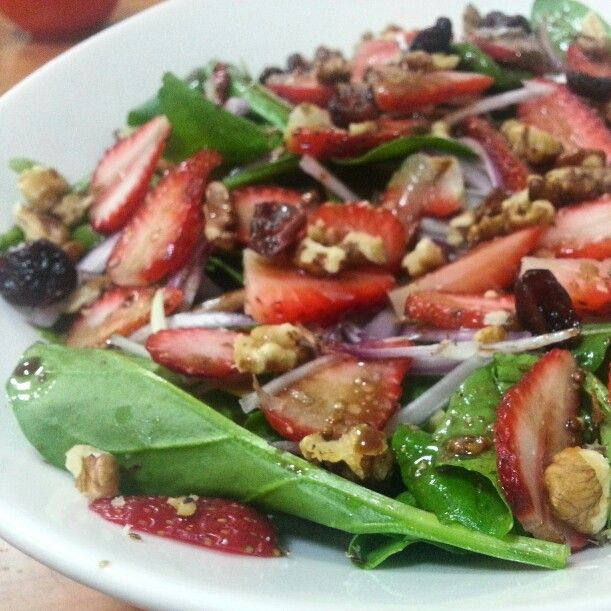 Strawberry salad inspired by @best_paleo_recipes  ♥♥♥ Made some adjustments to what I have available and its sooo good. Thank you for sharing it.  Mine is arugula, spinach, red onion, cranberries, walnuts and strawberries  Dressing is olive oil, wholegrain mustard, balsamic vinegar and vinegar with blackcurrants. ♥♥♥♥♥♥ Insalata di fragole ispirato da @best_paleo_recipes  ♥♥♥ Ho fatto alcuni cambiamenti al mio,  grazie per la condivisione?  Il mio è rucola, spinaci, cipolla rossa, mirtilli…