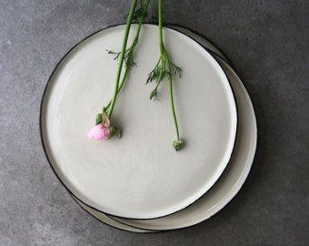 Witte keramische plaat diner plaat, porselein serviesgoed, keramische serviesgoed, steengoed plaat, aardewerk schotel, keramische schotel, rustieke decor, moderne plaat