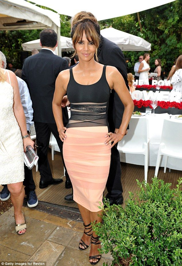 Prefect fit! The 50-year-old actress flattered her curves in a two tone pencil dress and paired it with some strappyLeSilla heels