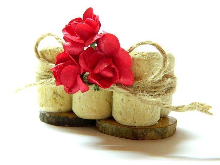 Rote Rosen, die Zeichen, Weinkorken, großen Gastnamensstand, hölzernen Tischnu…