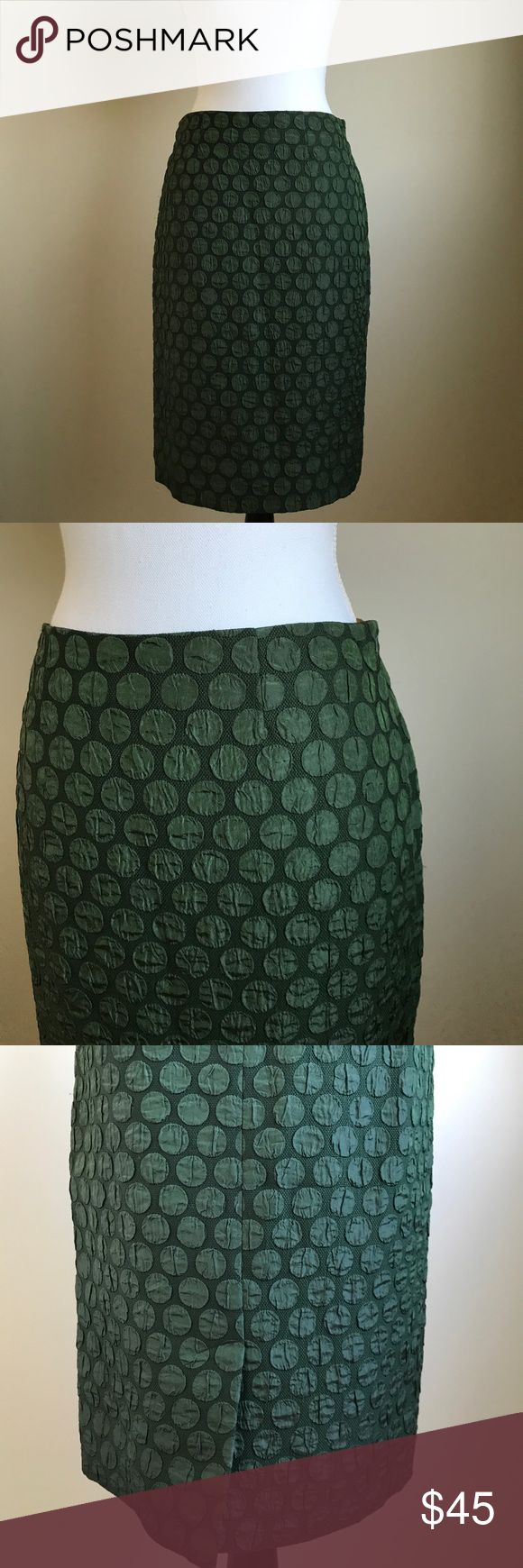 Maeve Anthropologie green pencil skirt size 2 Beautiful pencil skirt in dark green size 2. From Maeve Anthropologie. Lined. Center back slit. Circle print. Anthropologie Skirts Pencil