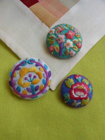 韓国 お花刺繍 ブローチ|ブローチ|BIRDCAFE|ハンドメイド通販・販売のCreema