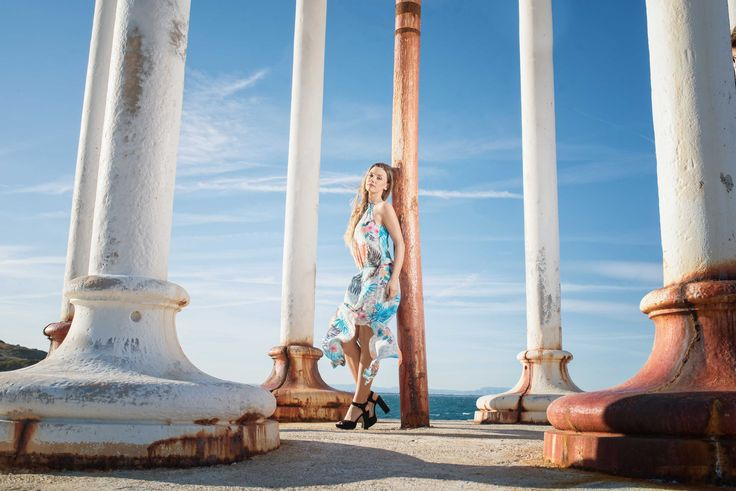 ROBE LONGUE SOLENA IMPRIMÉ 11 BLANC Son plus : chacune peut ajuster la longueur de la robe grâce à sa taille élastiquée.