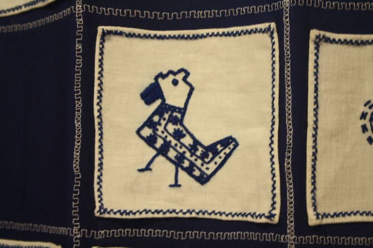 It is not a cubism bird, it's a regional bird from the ancient folk embroidery - Guimaraes folk embroidery.