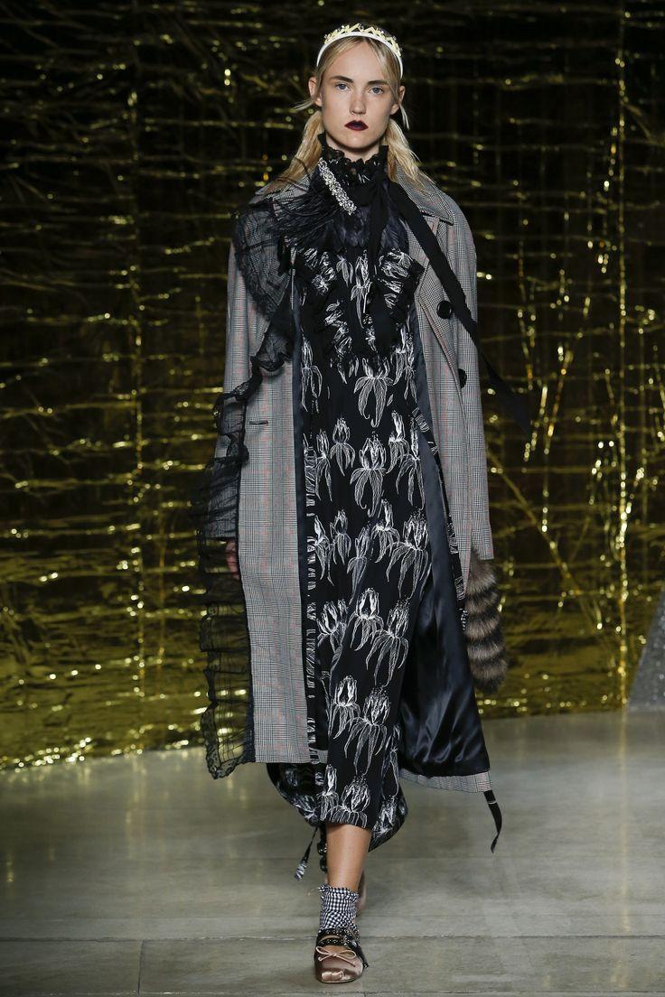 Miu Miu Spring 2016 Ready-to-Wear Fashion Show - Harleth Kuusik (Elite)
