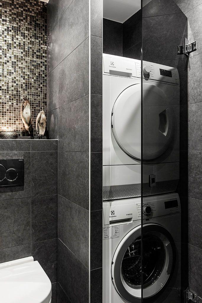 Tvättpelaren döljs bakom rökfärgade glasdörrar