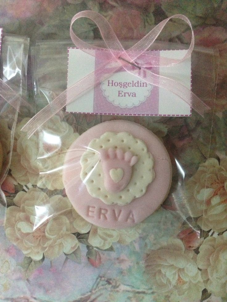 #babyshowercookies #cookies #pinkandwhite Bebek kurabiyesi canım kuzenim için. Babyshower foundant cookies.