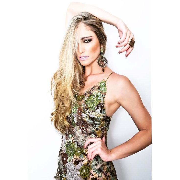 A bela @erika_sena de #alinaamaral para ensaio #luxo assinado pelo querido @gustavoboroni com acessórios @zirconiamix_mylle feitos para o #dress #militar #regional #handmade #feitoamao ##modacircular #slowfashion #moda