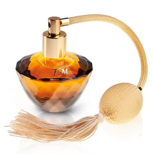 This 50 ml perfume is a compelling combination of lemon, sweet raspberry and honey notes with intoxicating flavour of orange blossom, jasmine and herbal aroma of patchouli.  Total weight : 331.0 [g]
