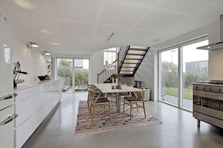 Lys, enkelhed og epoxy gulv