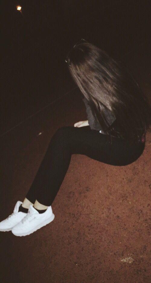 Девушки ночью с закрытым лицом