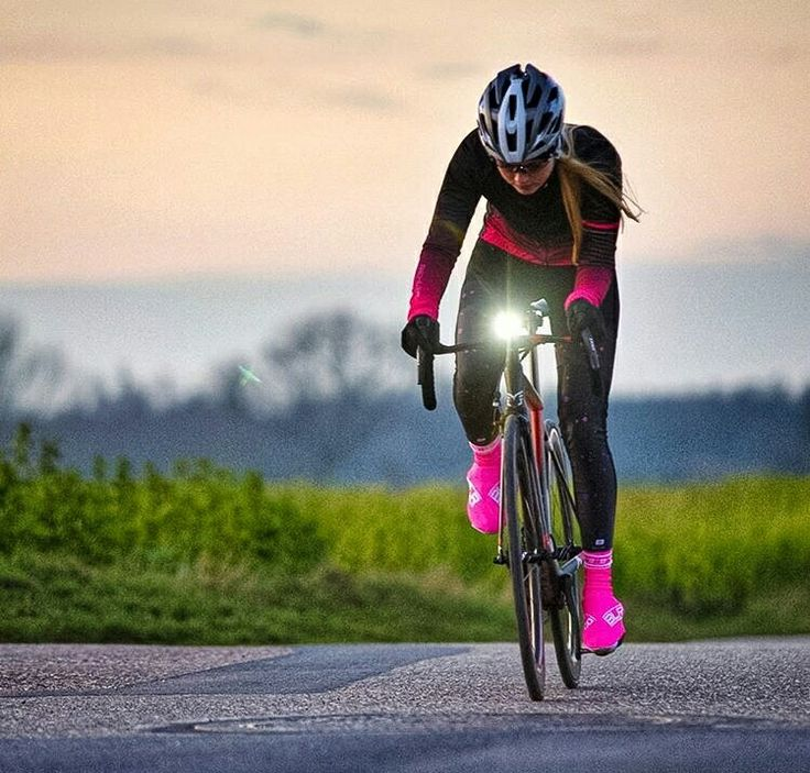Great women's cold weather cycling outfit.