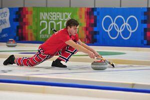 Un sport glacé de précision le curling - http://www.thelatinroots.com/sport-glace-precision-curling/  Le curling un sport qui nous vient du froid Le curling, vous connaissez ? Ce sport nordique qui se pratique sur une patinoire et qui consiste à placer une pierre entièrement polie le plus près possible de la cible que l'on nomme maison. Ce sport est principalement un exercice de précision ...
