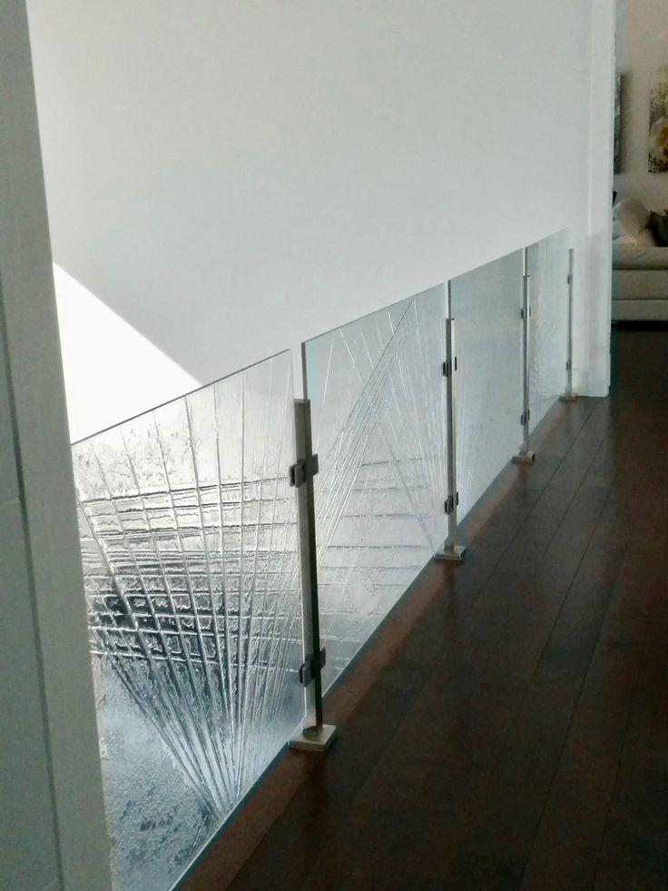 Une rambarde fait de verre thermoformé/ A thermoforming glass rail