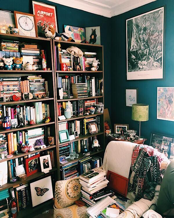 How To Handle A Lot Of Books In A Small Apartment Small Apartment Inspiration Small Apartment Decorating Bookshelves In Bedroom