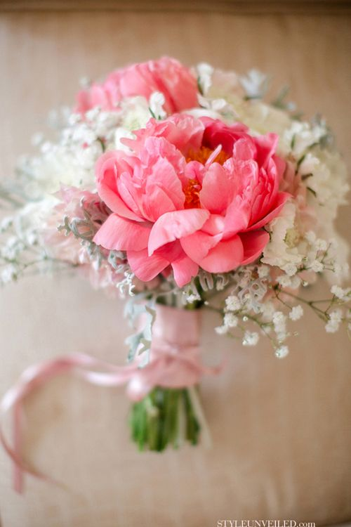 Gorgeous // expensive flower {peony} w/ a cheaper bloom {baby's breath} makes for a budget friendly bouquet!