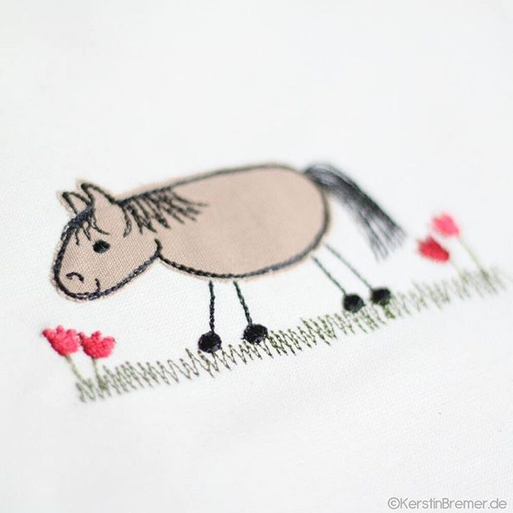 Pferd Lotte ♥ Doodle Applikation Stickdatei von KerstinBremer.de ♥ So cute! Horse appliqué embroidery for embroidery machines. Freehand machine embroidery style. #sticken #nähmalen #nähen #sewing