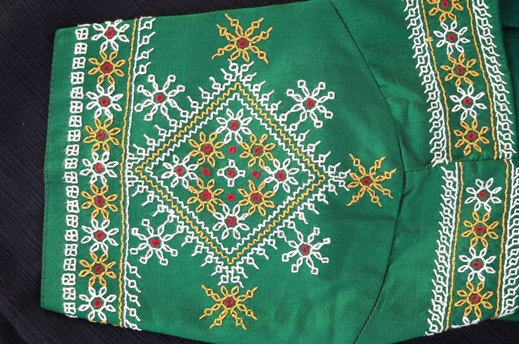 Kasuti - Green Choli Sleeve Medallion Detail | Black Work/Kasuthi Work | Pinterest | Embroidery ...