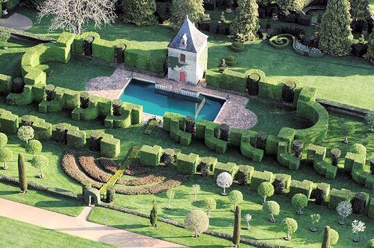 Le Jardin du Manoir d'Eyrignac  http://passionsetpartage.clicforum.fr/t1457-Les-Jardins-du-Manoir-d-Erignac.htm