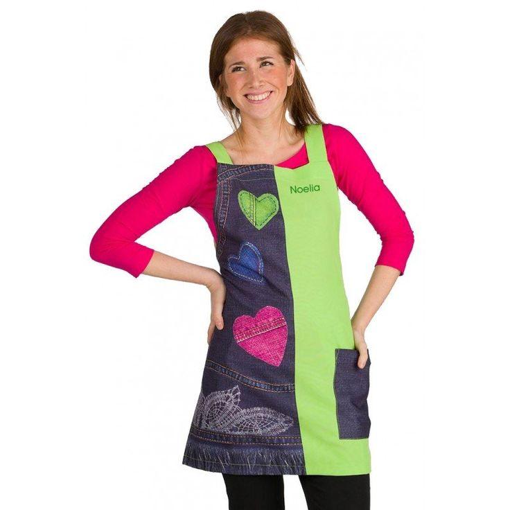 Batas personalizadas para maestras, con dibujos de inspiración tejana: bolsillos, corazones y pespuntes. Te verás guapa y cómoda.