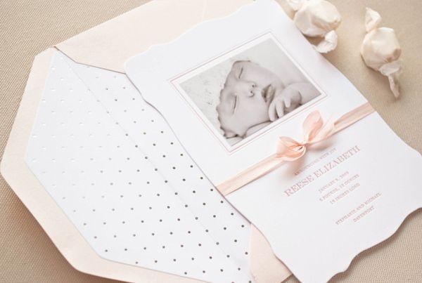Inspiração para os anúncios da chegada do bebê.  Fotos: Sugar Paper