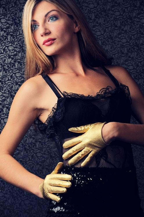 glamour gold gloves and black lace dress, glam look..!