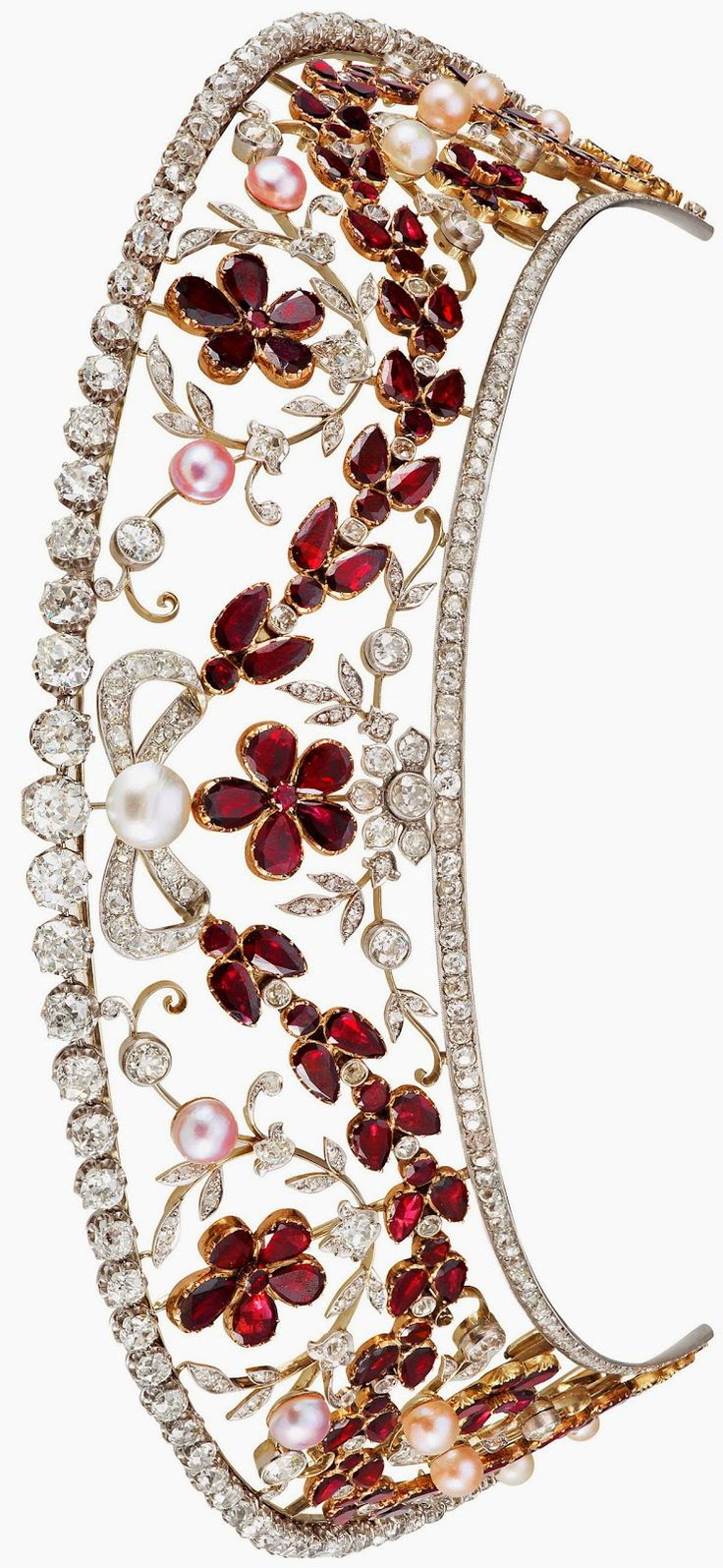 The Rosenborg kokoshnik style diamond and garnet tiara. The top row of diamonds detaches to form a necklace.