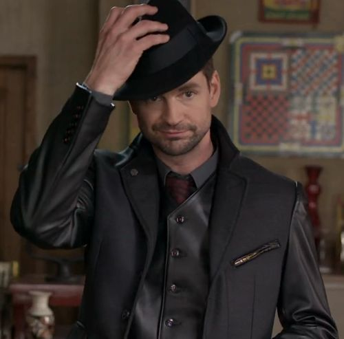 I love this picture of Gale Harold from Defiance. He looks really hot rocking that hat. ;)