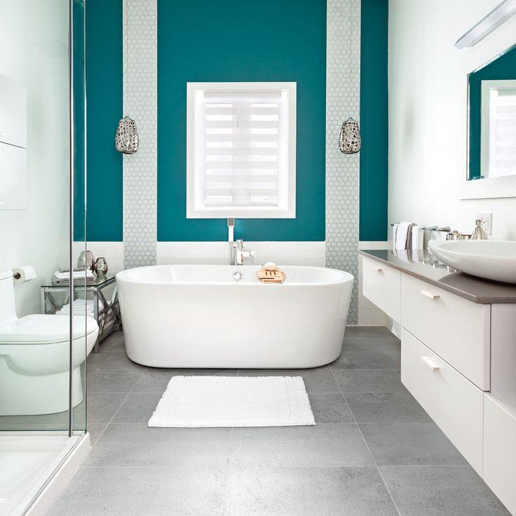 La salle de bain n'est pas une pièce à négliger côté déco. C'est souvent le lieu où l'on démarre la journée, et il est important de s'y sentir bien. Voici 35 décors 100 % inspirants!