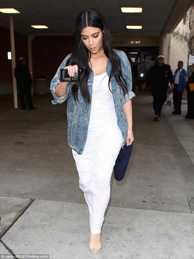 kardashian dating outfits Kim and khloe kardashian grill kourtney about her relationship status with younes bendjima: kim kardashian wears 9 yeezy outfits in one day e scruffy beard.