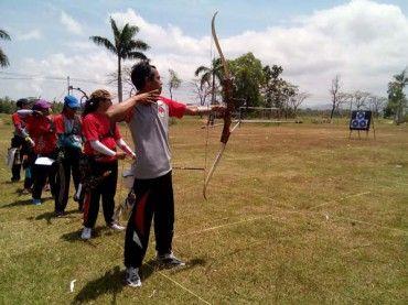 Para atlet panahan saat mengikuti kejuaraan Porkab Kulonprogo di Lapangan Tayuban, Panjatan, pekan lalu. (JIBI/Harian Jogja/Holy Kartika N.S)