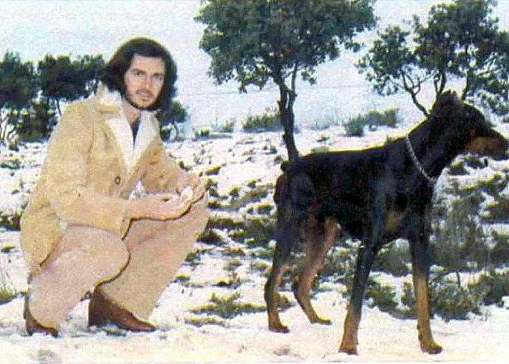 Camilo Sesto y su perro Sol