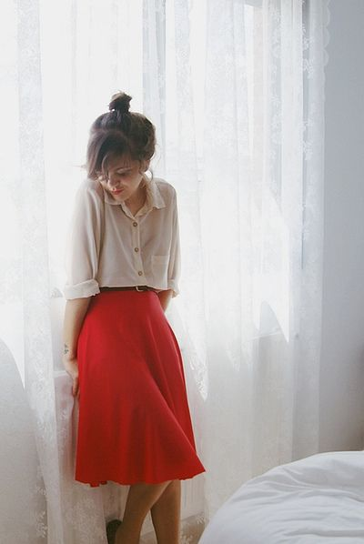 high skirt and loose shirt perfect for a comfy but classy outfit