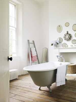 free standing bath tub - yay!