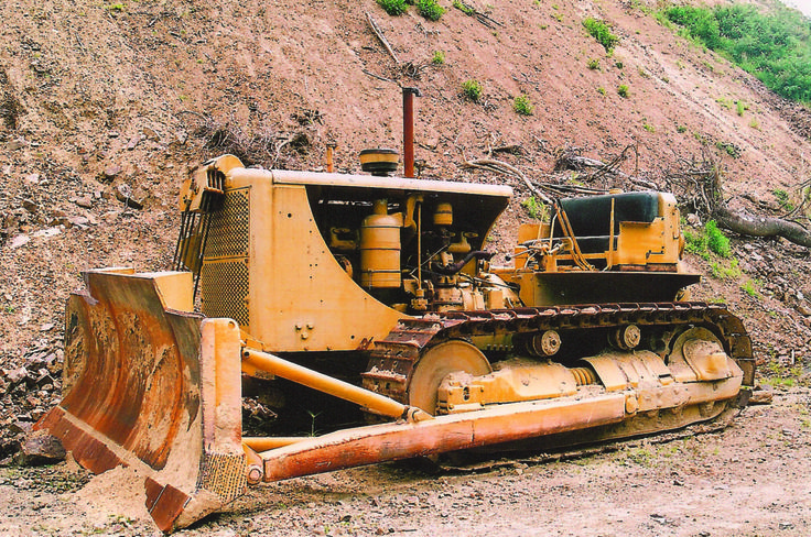 Beautifully kept Caterpillar D8 (2U series) of Lance Bates which still sees a bit of work some 50+ years after it trundled out of Caterpillars Peoria track type tractor manufacturing facility.