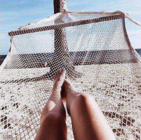 Ноги + солнце + гамак + отдых + песок + океан + путешествие + жара + Пальма + пляж